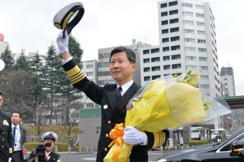 防衛省にて行われた海上幕僚長 離着任式の様子