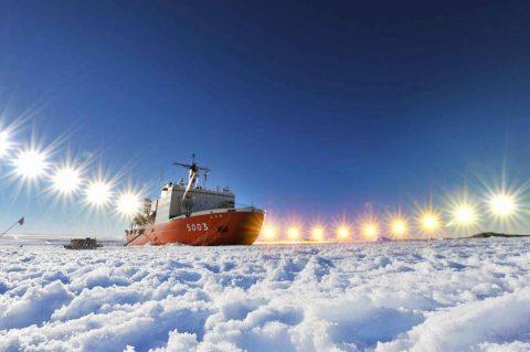 第58次南極地域観測協力(しらせ)の様子、南極で成人、CH-101空輸
