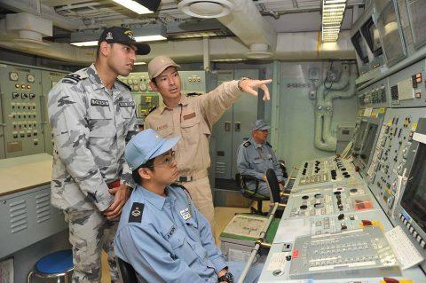 海上自衛隊 パキスタン海軍艦艇との共同訓練(駆逐艦TARIQ)