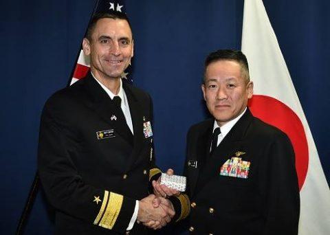 在日米海軍司令官マシュー・J・カーター少将 八戸航空基地来隊