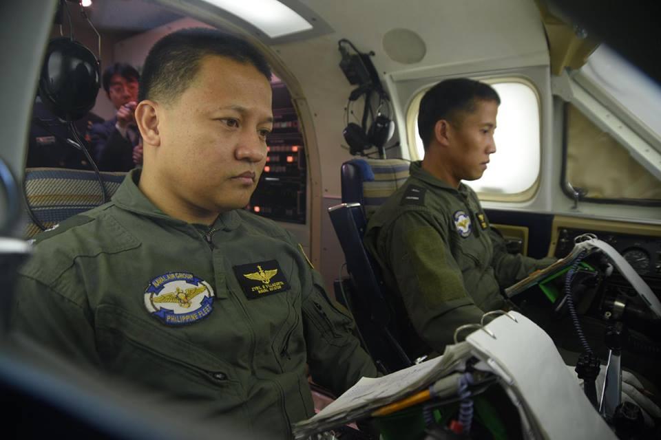 フィリピン海軍司令官が「てるづき」及び「徳島航空基地」を視察