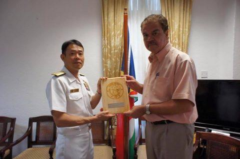 第151連合任務部隊司令官 福田達也海将補 セーシェル共和国訪問