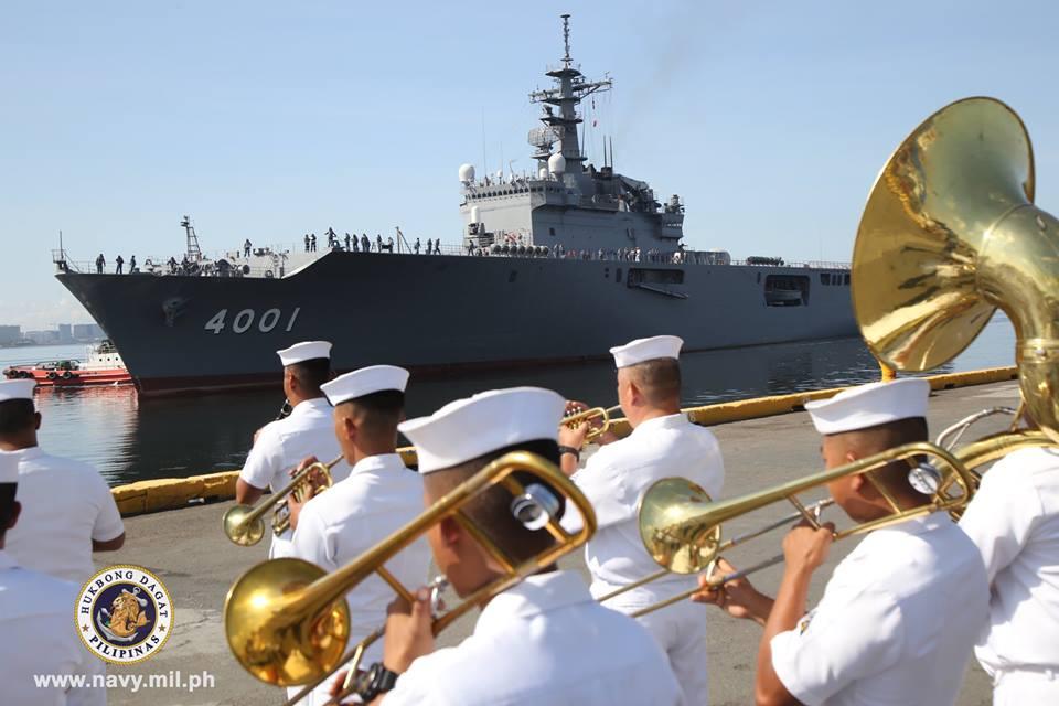 海上自衛隊の輸送艦おおすみ フィリピンのマニラに入港